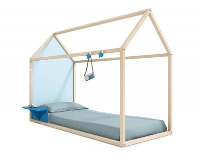 Lit maison en bois avec table de nuit