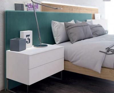 Lit ado/adulte avec tête de lit et deux tables de chevet